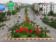 组图:河内街道红旗飘扬 喜迎国庆