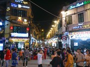 组图:取消社交距离规定后首都河内'通宵街'又热闹起来