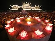 2019年联合国卫塞节:祈求世界和平的花灯祈福法会(组图)