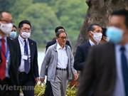 组图:日本首相菅义伟在还剑走路湖锻炼身体
