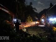 组图:努力搜救在广南省茶棱乡泥石流事故中的失踪者