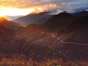 组图:黄昏时分云雾缭绕的山脉美景胜似梦中的仙境