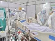 组图:医务人员奔赴抗疫一线,与死神殊死搏斗