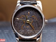 组图:在手表上纯手工雕刻花纹