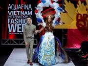 """越南设计师阮进砖的""""The Drama Queen""""神秘花园服装秀(组图)"""