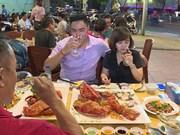 胡志明市高级食品市场吸引食客