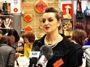 越南商品在布拉格圣诞慈善义卖活动中受欢迎