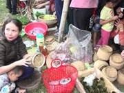 来乂安省逛带有浓郁民族文化特色的山区市集