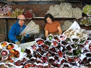 组图:春节将至 广霸花卉夜市生意红火