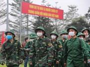 组图:首都河内新兵带着口罩奔赴军营