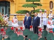 组图:日本首相菅义伟开始对越南进行正式访问