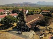 组图:充满西原色彩的昆嵩木质教堂