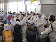 组图:在俄罗斯的300多名越南公民上飞机回国