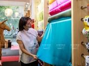 组图:热爱越南丝绸的服装设计师芳青