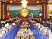 越南与老挝签署7份合作文件