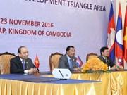 越南政府总理阮春福圆满结束出席柬老越三角开发区第九届峰会之旅
