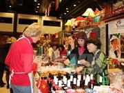 越南驻捷克大使馆积极参加2016年布拉格圣诞慈善义卖活动