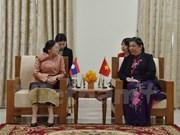 国会副主席丛氏放在金边与老挝国会主席巴妮•雅陶都进行双边会晤