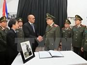 越南各中央部委和各地人民代表团吊唁菲德尔•卡斯特罗