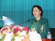 越南国会主席阮氏金银与芹苴市第九军区选民接触