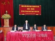 越共中央总书记阮富仲接触河内市东英县和龙边郡选民