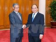 越南政府总理阮春福会见马来西亚国际贸易和工业部长