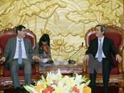 越共中央经济部部长阮文平会见国际货币资金组织专家