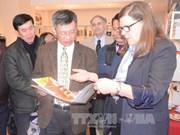 越加两国共产党加强交流合作