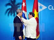 越南驻古巴大使杨明被授予古巴国务委员会友谊勋章