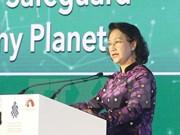"""越南国会主席阮氏金银在""""团结维护一颗健康的星球""""讨论会上发言"""