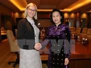 阮氏金银主席会见芬兰议会议长玛丽亚·洛赫拉 分享促进性别平等经验