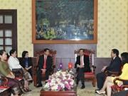越南《人民报》社与老挝《人民报》社加强合作