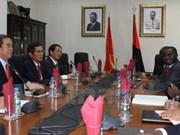 越共中央经济部部长阮文平对安哥拉进行工作访问