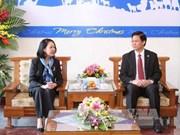 越共中央民运部部长张氏梅同志圣诞节前开展走访慰问活动