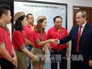 越南祖国阵线中央委员会主席阮善仁造访越捷航空股份公司