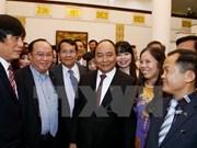 越南政府阮春福会见越南消费商品发展协会代表团