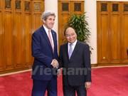 越南政府总理阮春福会见美国国务卿约翰•克里
