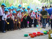 让边境少年儿童欢度春节