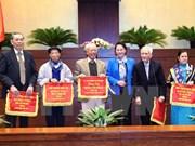 越南国会主席阮氏金银与历代专责国会代表举行见面会