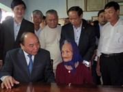 越南政府总理阮春福看望慰问广南省优抚家庭