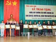 越南谅山省援老志愿军和专家荣获老挝国家勋章