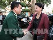 越南国会主席阮氏金银走访边防部队司令部