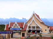 越南向老挝移交象征越老团结的边境地区青年友谊村