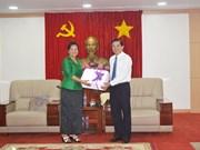 柬埔寨妇女和平与发展协会桔井省分会代表团访问平阳省