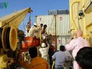 在泰国海域上遇险的越南渔民获救  今日上午乘机回国