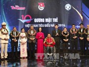 越南10名模范青年获表彰