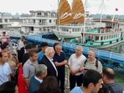 以色列总统鲁文·里夫林携夫人访问广宁省下龙湾
