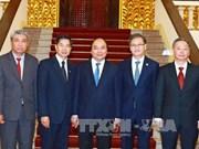 越南政府总理阮春福会见老挝万象市市长