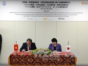 越南通信与传媒部部长张明俊与日本内务与传媒省大臣高市早苗举行会谈