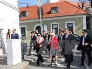 越南国会主席阮氏金银对匈牙利山丹丹镇进行工作访问